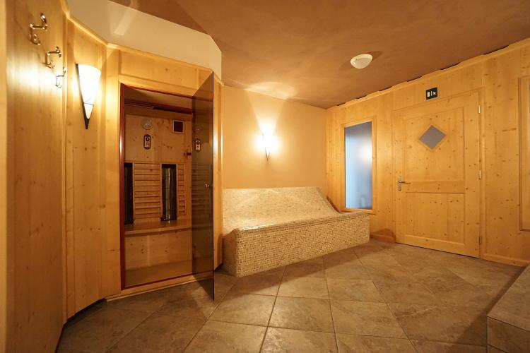 Pensione a Terento – Settore wellness con sauna e piscina all'aperto