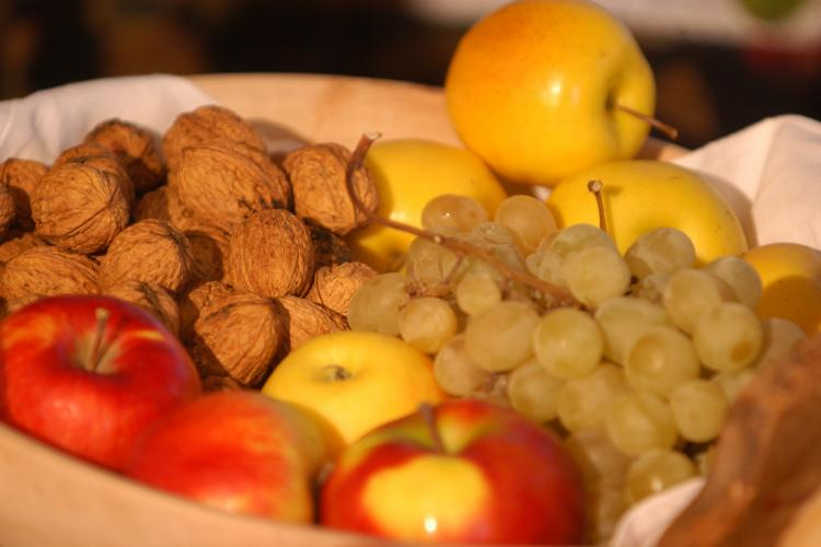 Fruit bowl with South Tyrolean apples, grapes and nuts